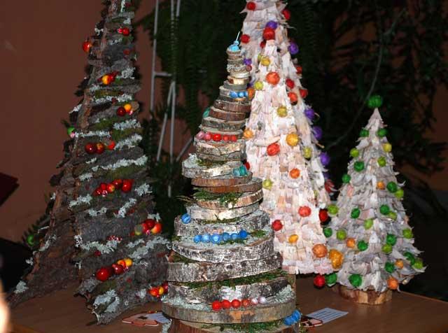 Дизайн новогодней елки из растительных материалов