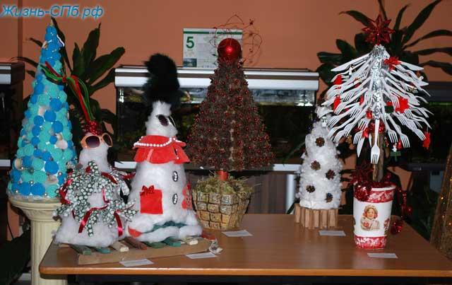 Новогодние елки из различных материалов