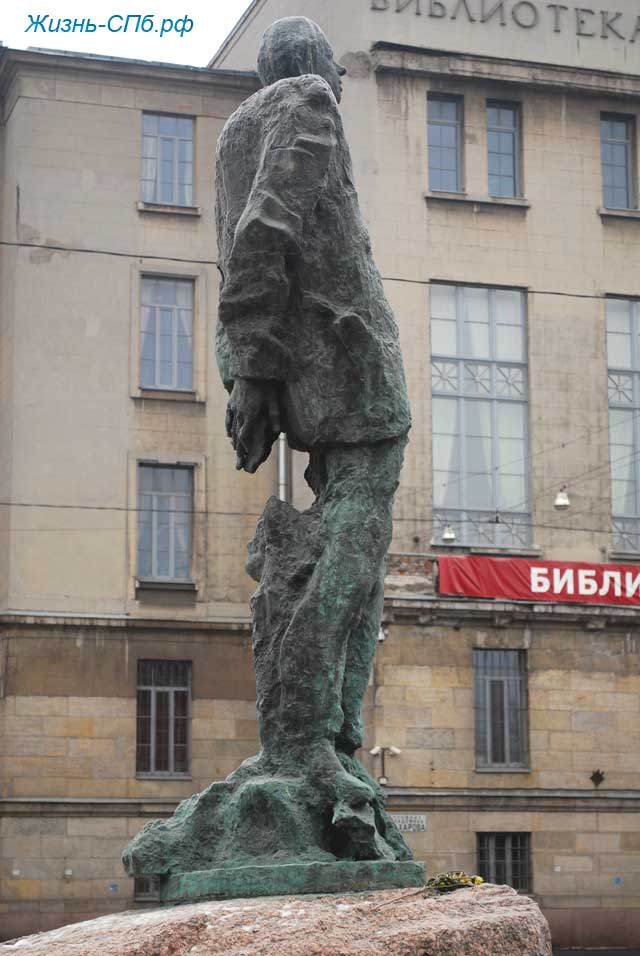 Памятник академику Сахарову в Санкт-Петербурге