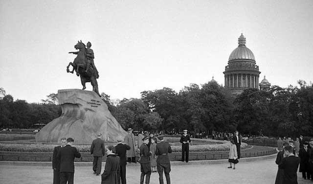 Площадь Декабристов, 1956