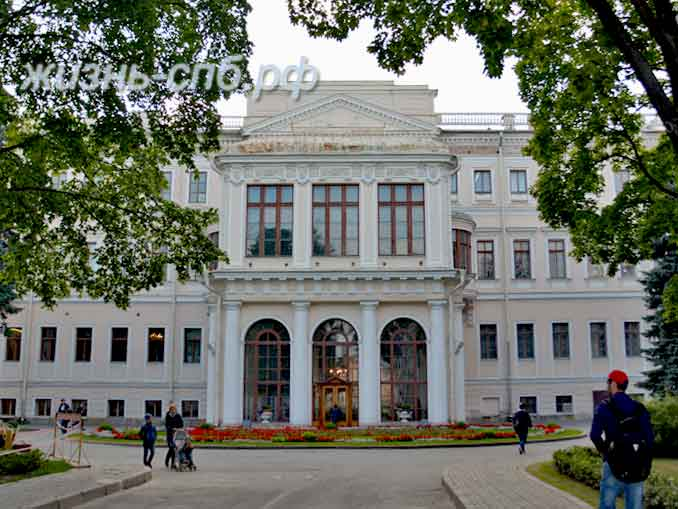 Аничков дворец - ныне дом детского творчества