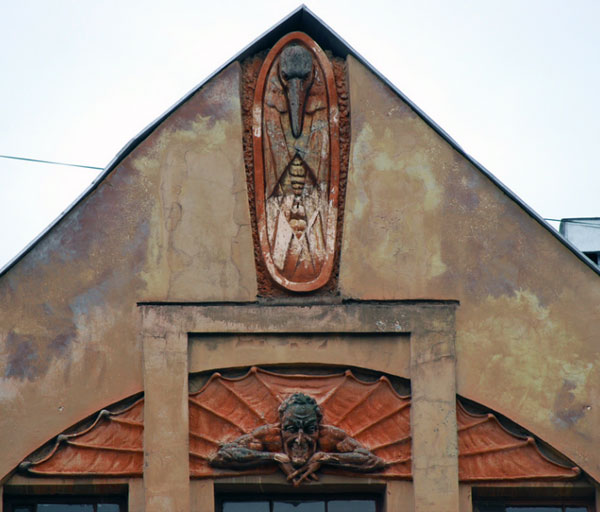 Дом с мефистофелем в Петербурге