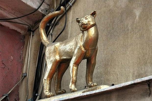 Памятник кошке Василисе в Петербурге