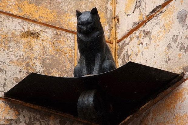 Памятник коту Елисею в Петербурге