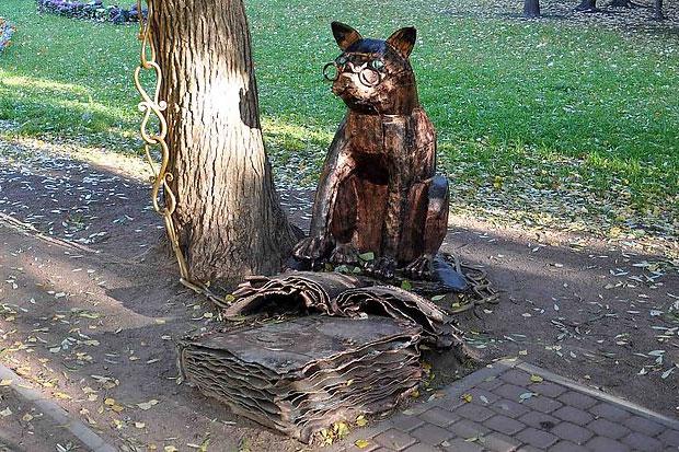 Скульптура «Ученый кот» в Петербуге