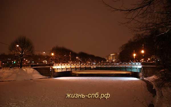 Садовый мост на реке Мойке в Петербурге