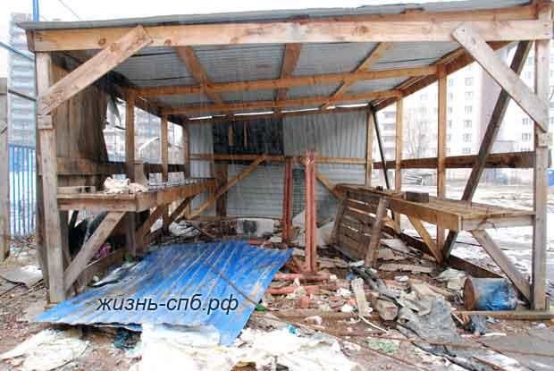 Строение рядом - в прошлом сарай для стройматериалов