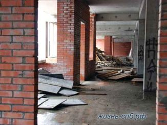 Первый этаж или завалы топлива в заброшке в Питере.