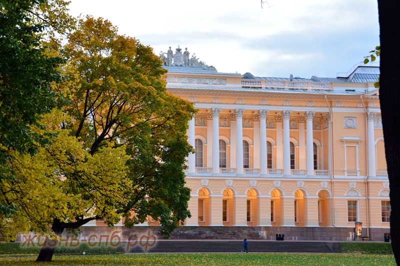Михайловский замок в сумерках