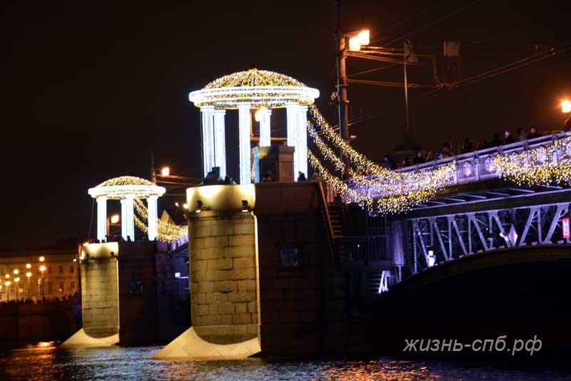 Праздничный дворцовый мост