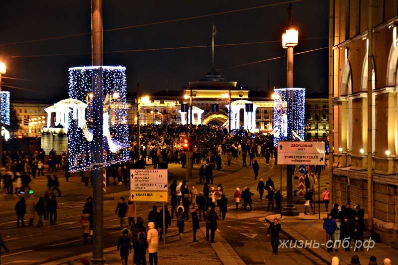 Дворцовый мост в Новогоднюю ночь 2018
