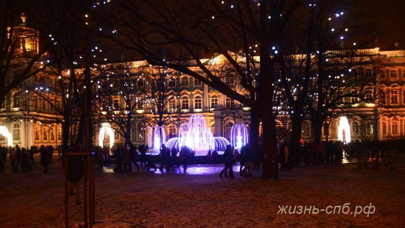 Новогодний фонтан перед Зимним цворцом