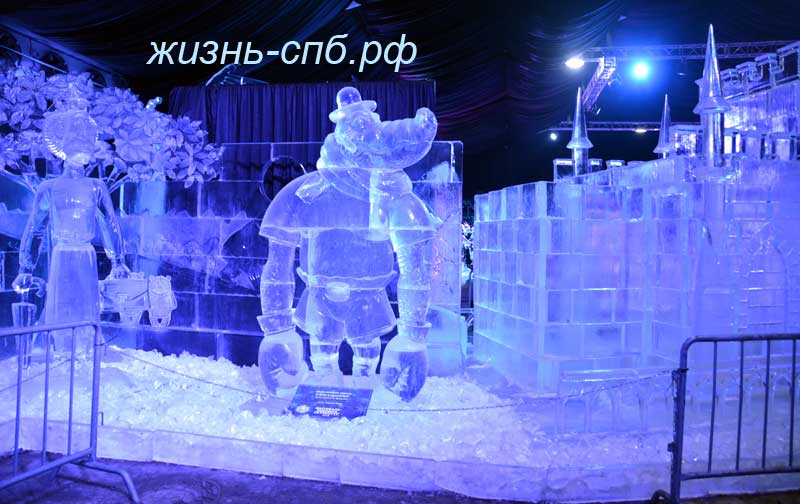 крокодил Гена на фестивале ледовых скульптур