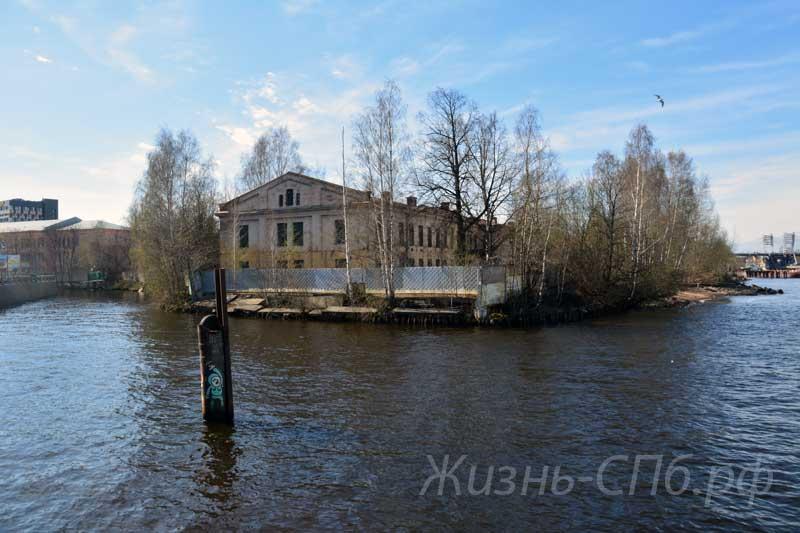 Река Смоленка в СПб.