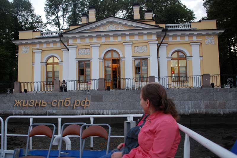 Водная прогулка по Петербургу мимо Летнего сада