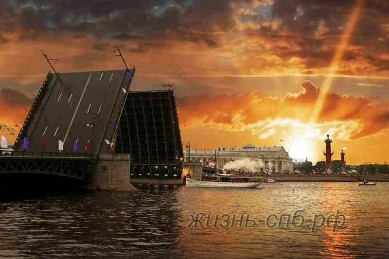 Разводные мосты Петербурга в Белые ночи