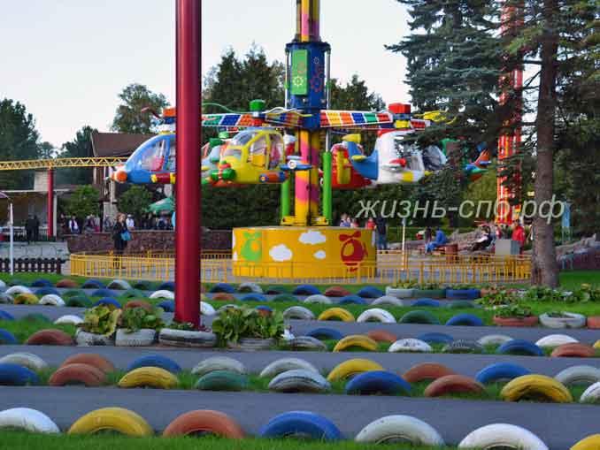 Детские атракционы в парке развлечений на Крестовской острове. Куда пойти с детьми в Петербурге