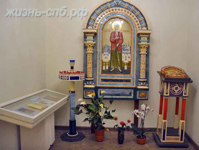На входе в музей святой блаженной Ксении Петербургской