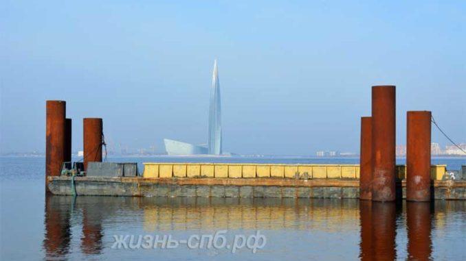 Вид на Лахта центр Санкт-Петербурга со стороны пассажирского порта Морской фасад