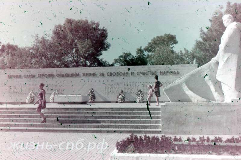 Анапа. Памятник советским войнам-освободителям. Старые фотографии