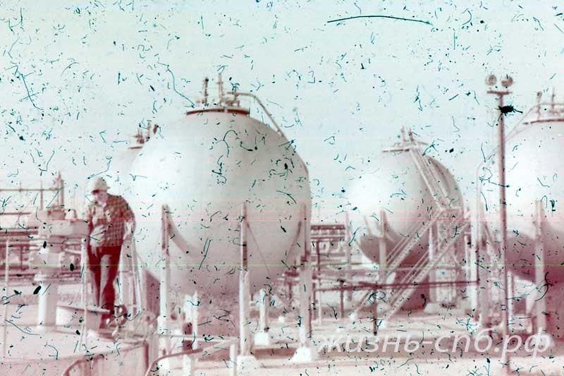 Казахская ССР. г. Гурьев. Нефтеперерабатывающий завод.