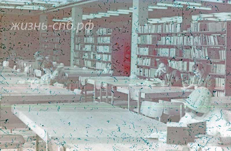 Украинская ССР. Львов. В студенческой библиотеке Политехнического института.