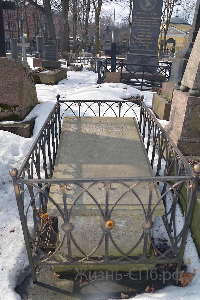 Надгробие захоронения Дерибаса на Лютеранском кладбище