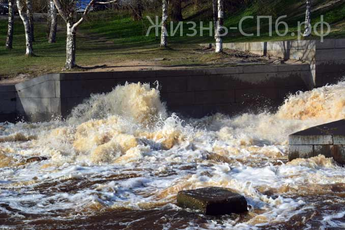 Набережная водосливного канала