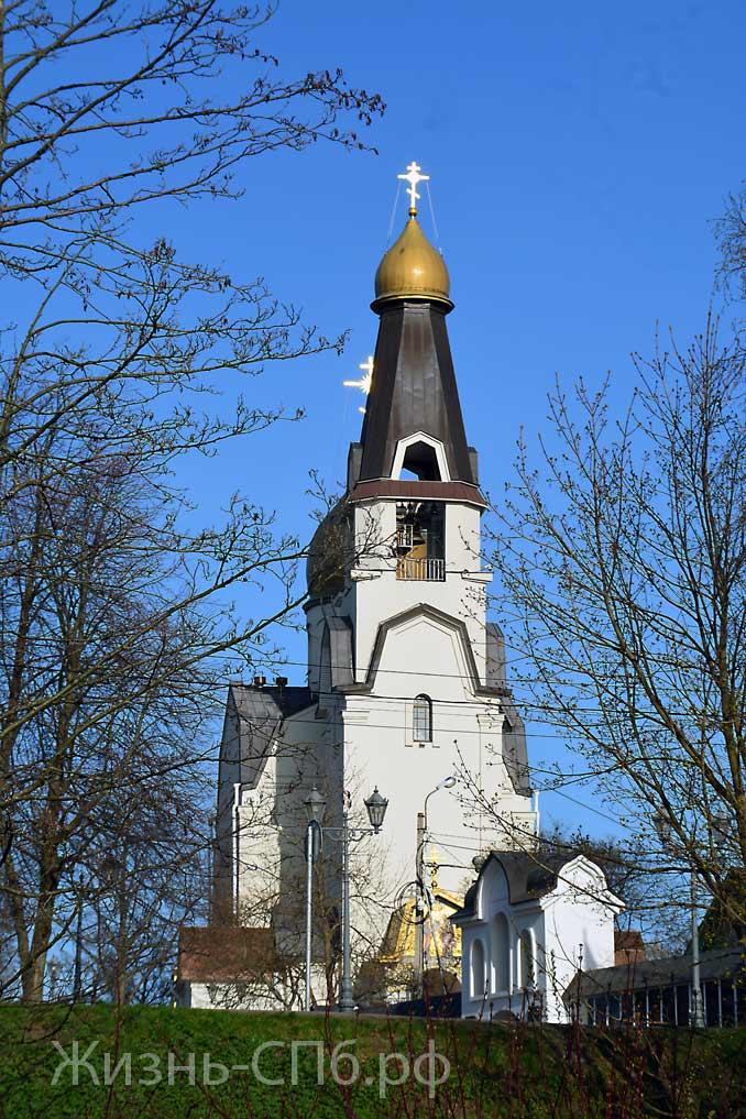 Петропавловская церковь вид от водосливного канала