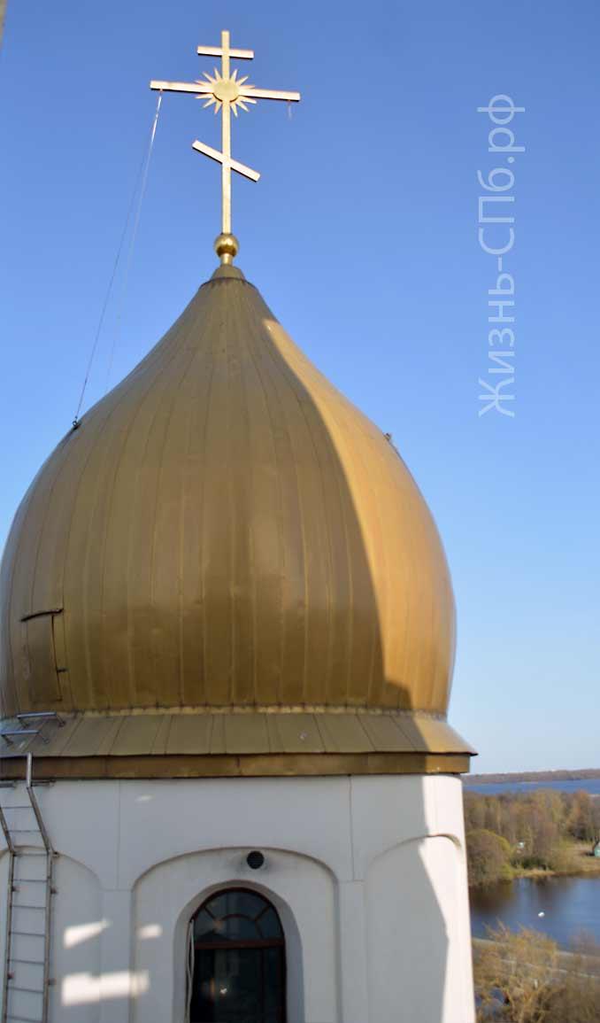 Купол Петропавловской церкови вид с колокольни