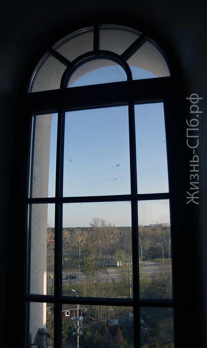 Окно колокольни Петропавловской-церкови