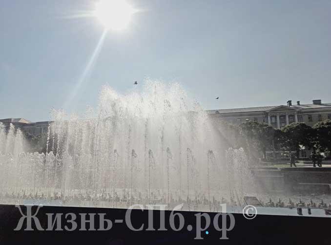 Солнце в фонтане на пл.Ленина
