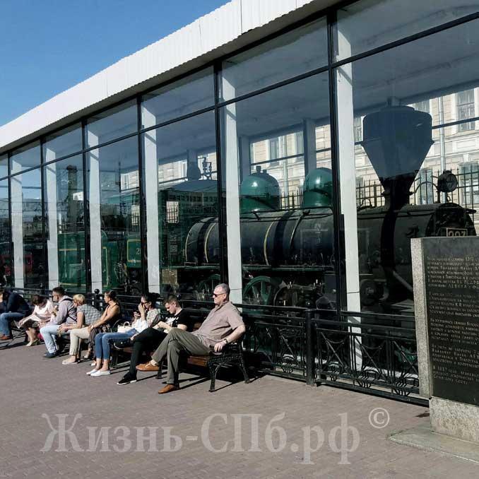 Паровоз Ленина на Финлянском вокзале Петербурга