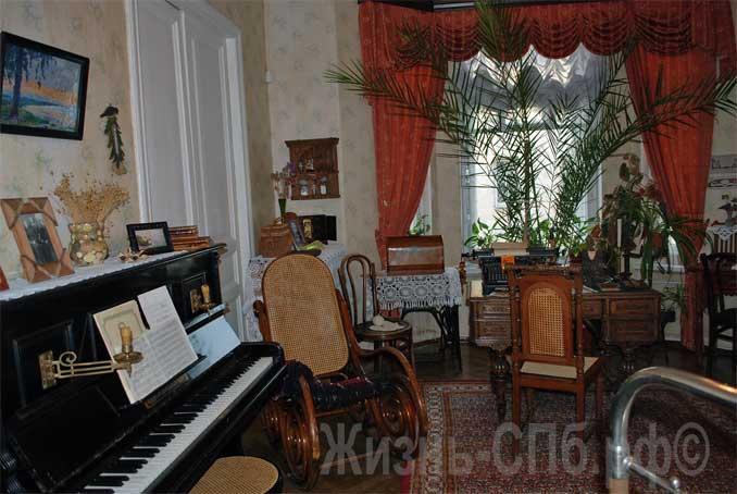 Пианино в комнате сестёр Анны и Марии Ульяновых