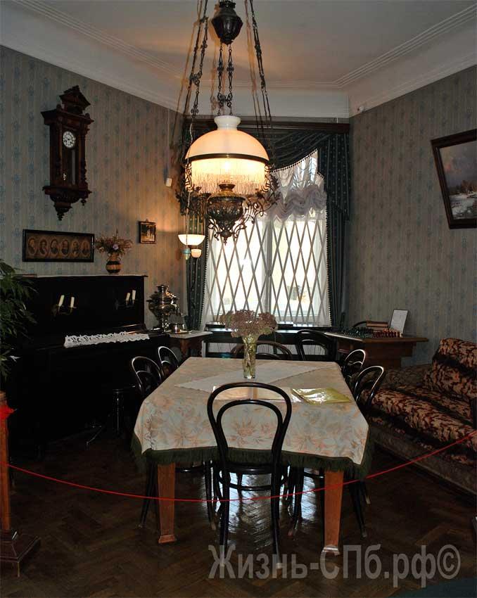 Столовая в музей-квартире Елизаровых