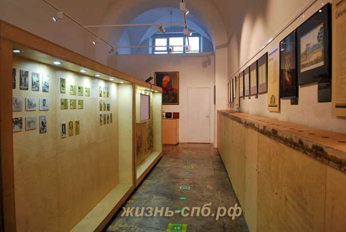 Музейная композиция внутри Нарвских триумфальных ворот
