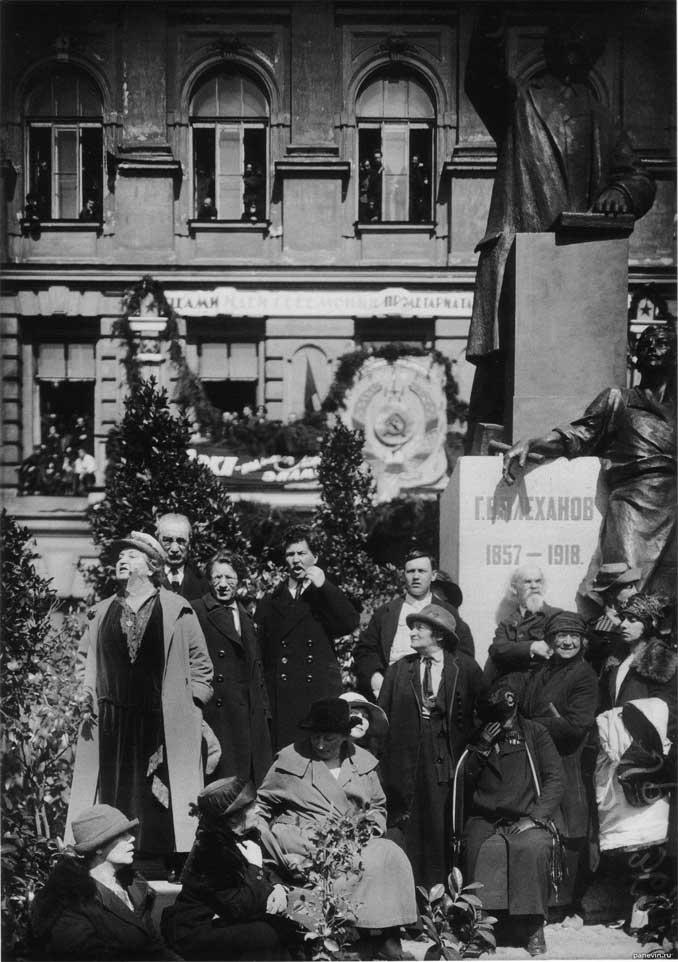 Открытие памятника Плеханову в 1825 году