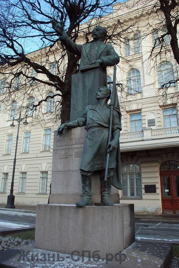 Памятник Г. В. Плеханову на Технологической площади