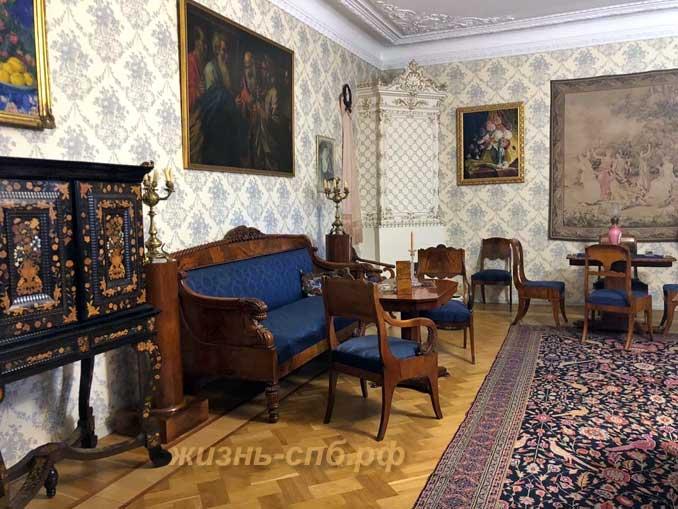 Малая гостиная в доме Шаляпина