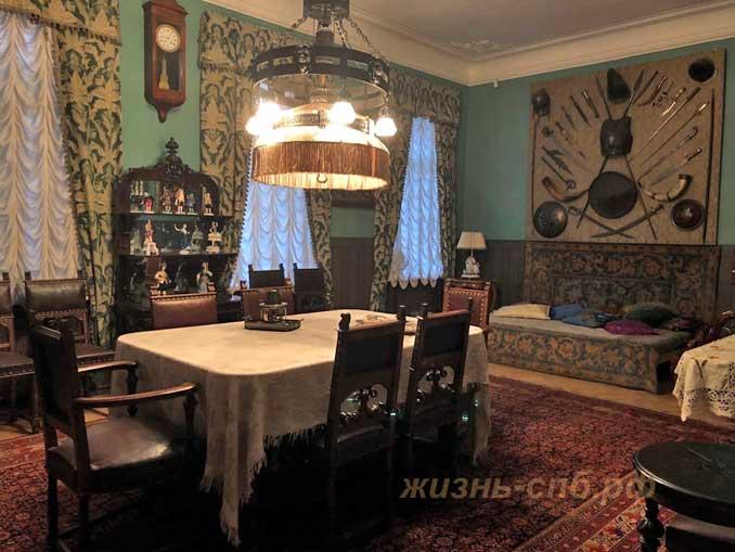 Столовая в квартире Шаляпина, в которой принимали гостей.
